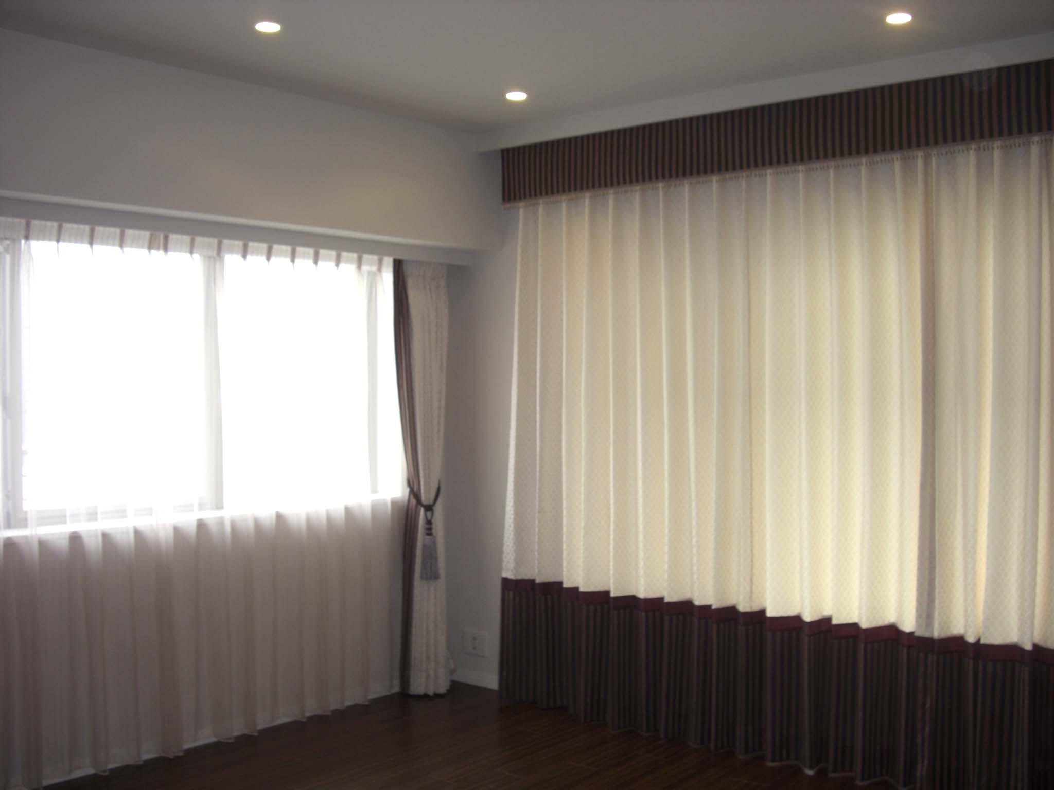 デザイン違いカーテン.JPG