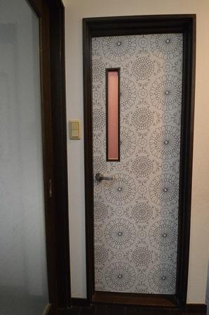 トイレドア クロス 柄.JPG
