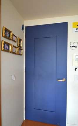 ネイビー ドア 造作.JPG