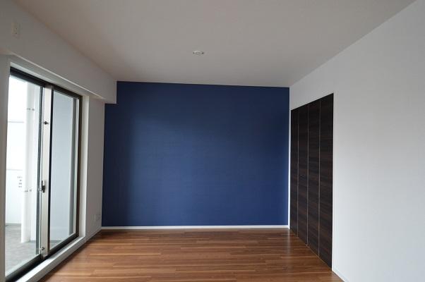 ブルーの壁紙M.JPG