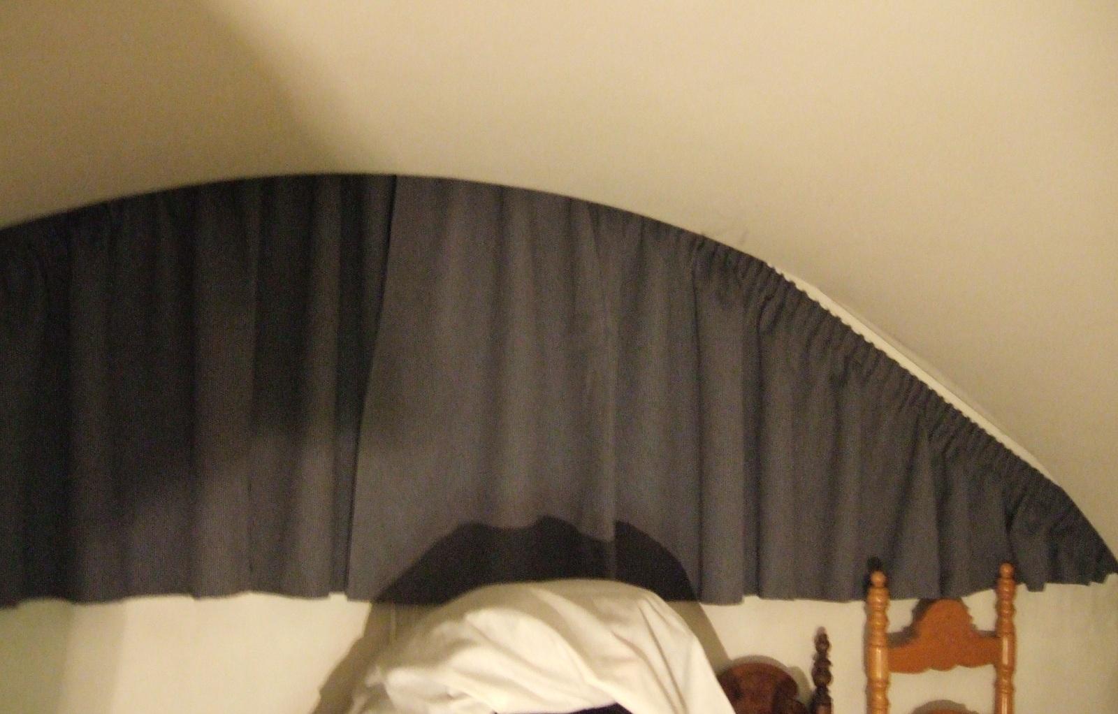 寝室変形カーテン.JPG
