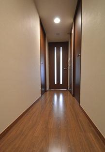 廊下 マンション リフォーム フローリング クロス.JPG