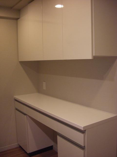 白鏡面 食器棚3.JPG