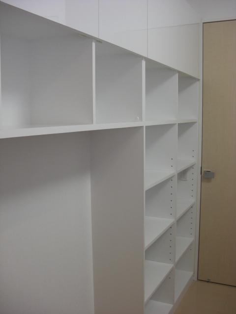 真っ白い本棚.JPG
