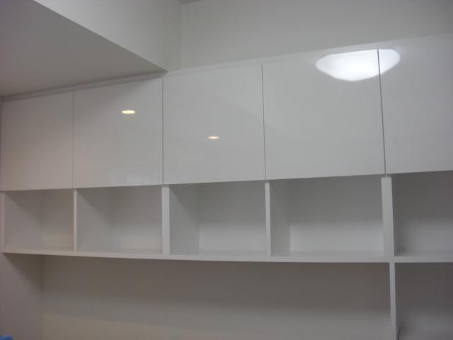 真っ白い本棚2.JPG