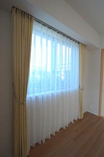 腰窓 下まで カーテン マンション 1011.JPG