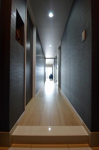 廊下 クロス貼り替え ブラック (2).jpg